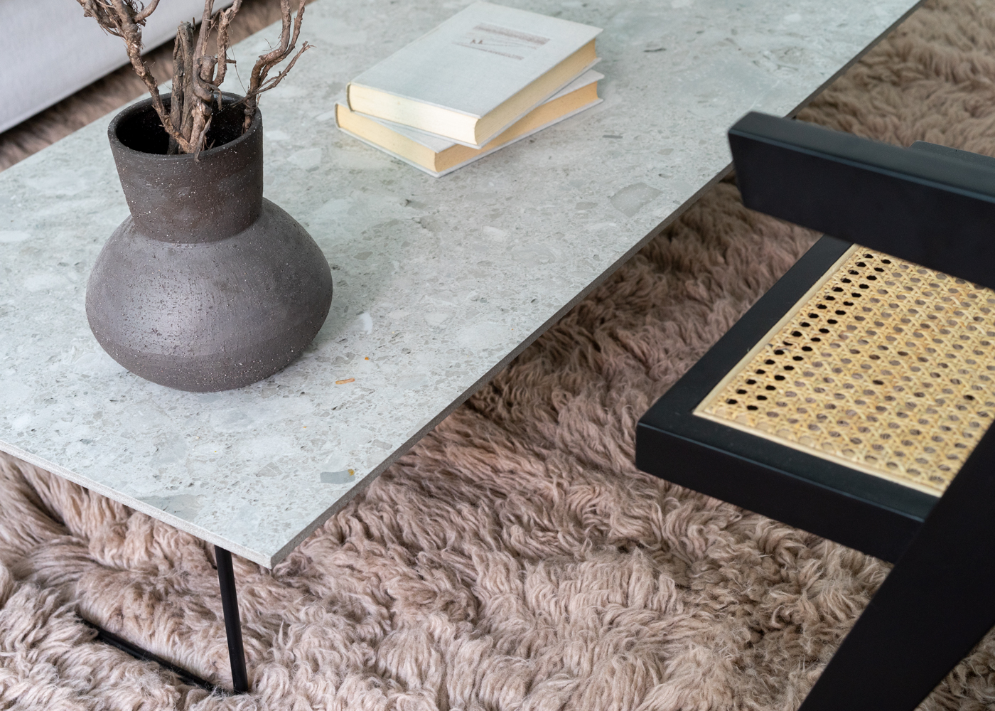Shaggy Rug Charcoal With marmor table
