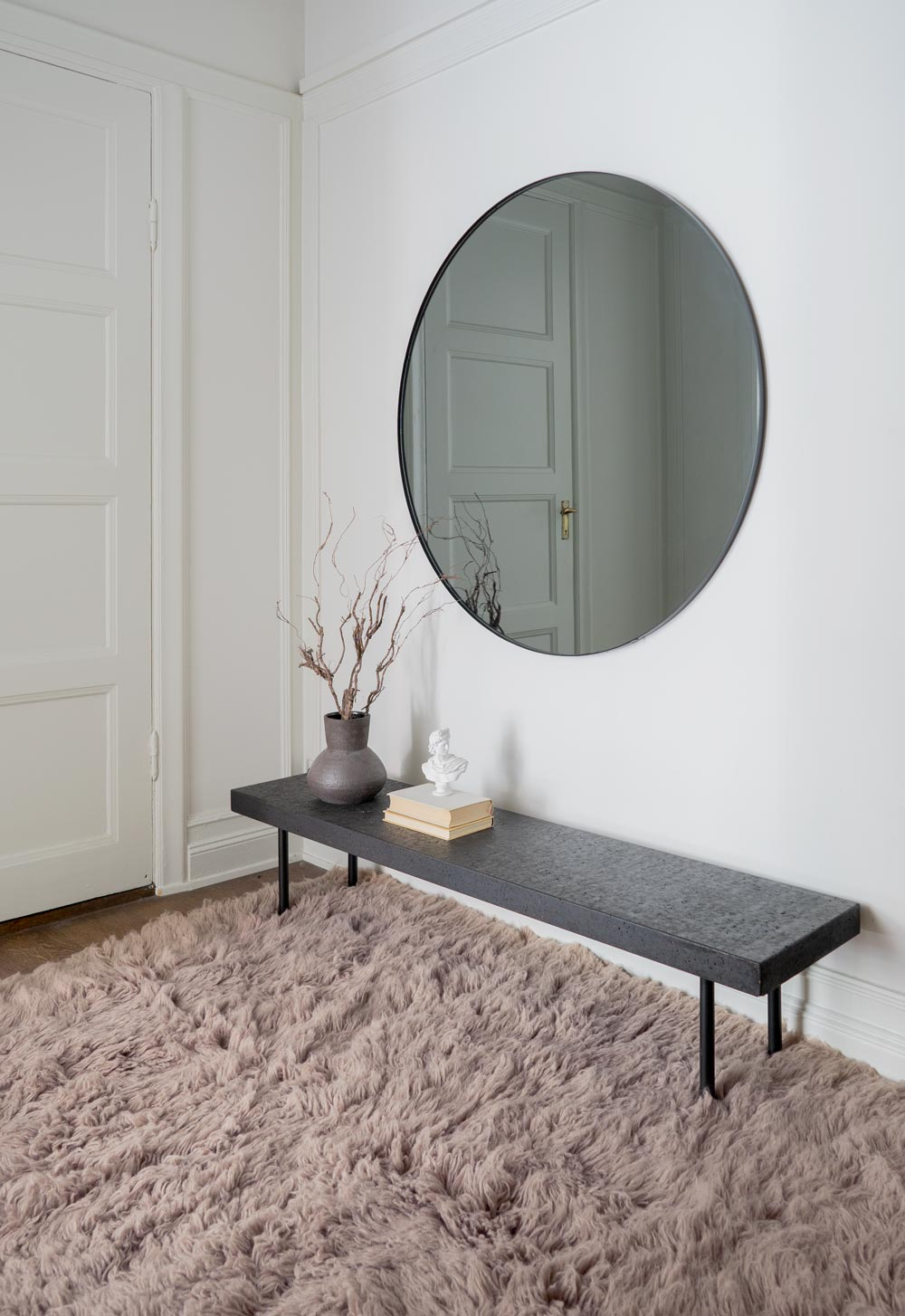 Shaggy rug in charcoal brown with mirror and table